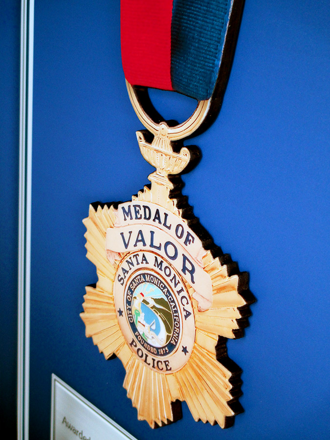 Cut-out glossy medal from Badge Frame